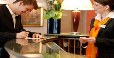 Inscríbete En El Curso De Recepción Hotelera